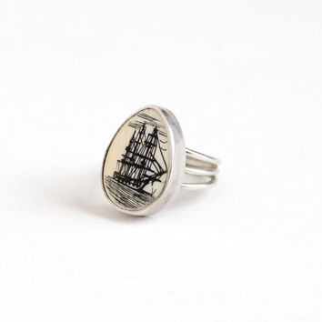 Vintage Sterling Silver Nautical Scrimshaw Ship at Sea Ring - Retro 1960s Size 5 Ocean Coastal Organic Off White Gem Statement Jewelry
