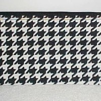 Black/White Houndstooth Print Zippered Cosmetic Bag New in Pack