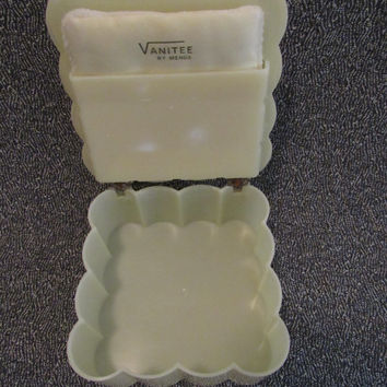 50's Vanity / Bathroom Accessories / Vanitee Menda / Midcentury Plastic Vanity Compact / Retro Bureau Trinket Box / Make Up Container