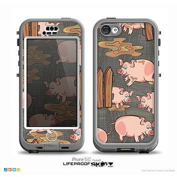 The Cartoon Muddy Pigs Skin for the iPhone 5c nüüd LifeProof Case