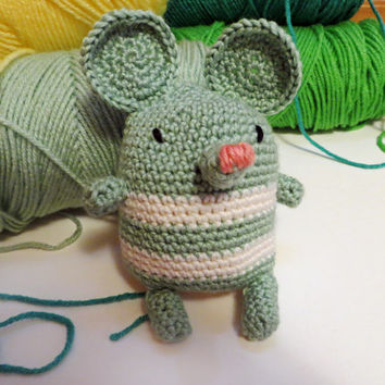 Crochet Hand Warmer Wintermint the Mouse