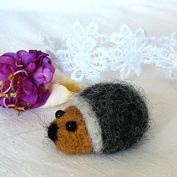 Needle felted brooch Brooch Miniature Animal brooches Hedgehog Felt brooch Felted hedgehog Brooch wool Gift for her Original gift for women