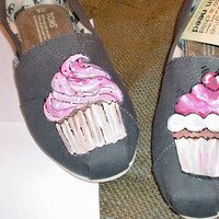 Super sweet cupcakes painted on your TOMS