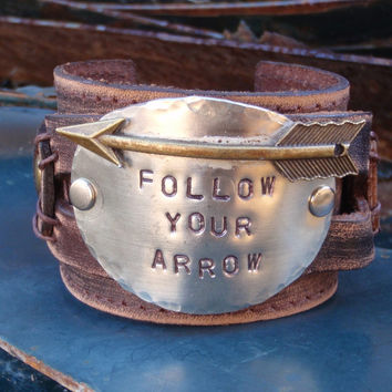 FOLLOW YOUR ARROW Distressed Leather Cuff 004U