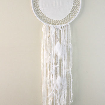 Large Dream Catcher, White Dreamcatcher, French Cottage Decor, Boho Dreamcatcher, Doily Dreamcatcher, White Nursery Decor, Wedding Decor