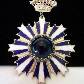 Accessocraft NYC Maltese Cross Badge Medallion Cobalt Blue & White Vintage Designer Enamel Glass Brooch Pin