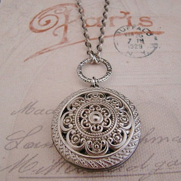 Beautiful,Silver,Photo,Locket,Wedding,Bride,Birthday, Mother,Sister,Wife,Daughter,Anniversary - Nellie