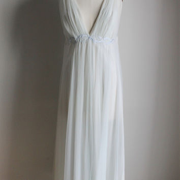 CLEARANCE: Vintage 1950s Blue Nightgown