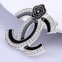 8DESS Chanel Women Fashion Flower Diamonds Brooch Jewelry