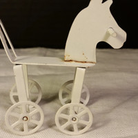 Miniature Rolling Metal White Horse Dollhouse Furniture Rolling Toy Horse Baby Ornament Shabby Chic Miniature Decoration