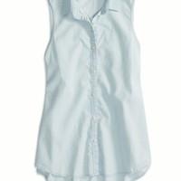 AEO Women's Factory Chambray Sleeveless Shirt (Light Wash)