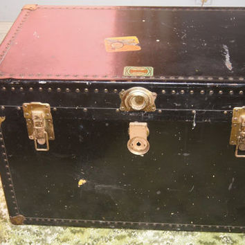 Vintage Meduim Steamer Trunk Travel Trunk Coffee Table