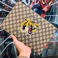 GUCCI 2019 new classic tiger head printing single zipper clutch