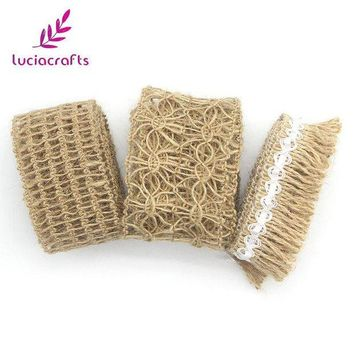 LMFN3C Lucia crafts 1m/lot Tape Roll Burlap Jute Ribbon With Lace Trims Sewing DIY Wedding/Party/Cake Decoration Supplies 047005047