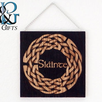 Slainte Celtic knot hanging wood burn display in red oak, pyrography of Gaelic knot Irish drinking toast hanging wall display, woodburn art