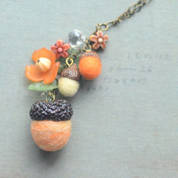 Acorn necklace, needle felted acorns, woodland theme acorns and flowers necklace, yellow orange color, whimsical jewelry, gift under 15