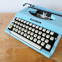 Portable Imperial 200 Typewriter in Good Working Condition. Manufactured circa 1969. Includes Plastic Case.