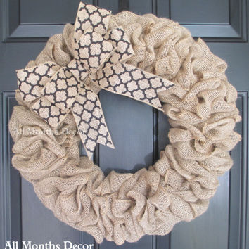 Burlap Wreath with Black Quatrefoil Print Bow