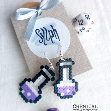 Earrings made of Hama Mini Beads - Chemical Reaction (light purple)