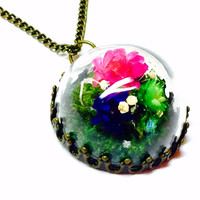 Terrarium Pendant Necklace, Flower Terrarium, Glass Dome Pendant, Floral Jewelry, Botanical Jewelry, Woodland Style, Dried Flowers
