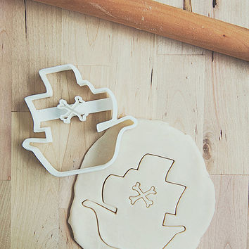 Pirate Ship Cookie Cutter With Built-In Handle Design (3D printed)