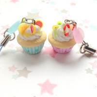 Kawaii Polymer Clay Cupcake Charm, Fake Food Phone Charm, Cupcake miniature in Pastel Pink and Pastel Blue, Heart Phone Strap, Cute Gift