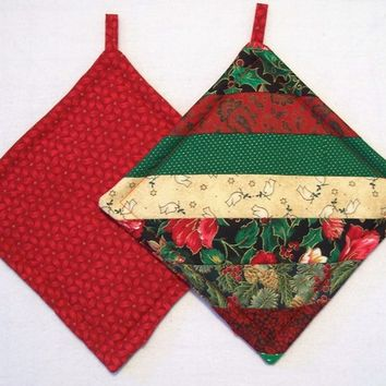 Christmas Holiday - Insulated Pot Holders, Trivets, Hot Pads  - String Technique - Set of 2 - Holiday, Red, Green