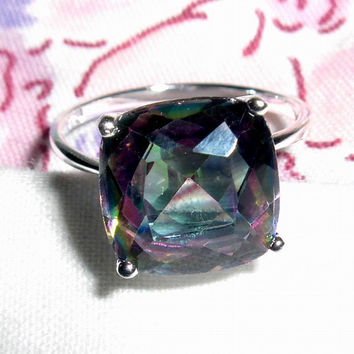 RING -  Sterling Silver - Created -  ALEXANDRITE GEMSTONE - Green and Purple Stone  - Marked 925  - size 6