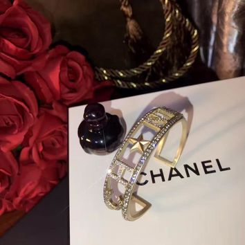 2018 New Trending Chanel logo high carbon zp Pearl bracelet hand chain in 18K gold plating