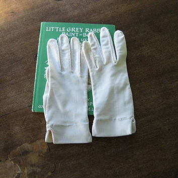 Women's Medium-Sized Vintage Beige Gloves by Isotoner~Comfy Short Beige Gloves with Slit Cuffs~Free Shipping/U.S.