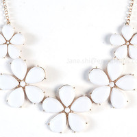 White Bubble Necklace, Flower Necklace, Statement Necklace, Collar Necklace, White Bib Necklace, Wedding Necklace (Fn0834-White)