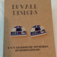 R2D2 earrings. star wars. jewelry. star wars jewelry. r2d2. post earrings.