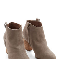 Chelsea Crew Minimal Effortless Essential Bootie