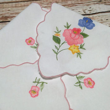 Vintage Linen Bread Basket Liner . Bread Roll Holder . Embroidered and Applique Bread Hot Rolls Bum Warmer