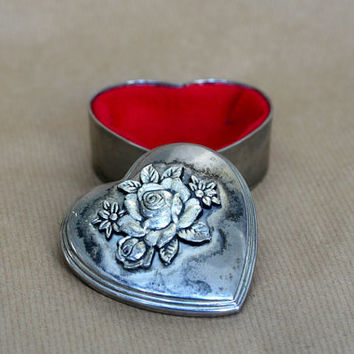 Heart shaped ring-bearer box, vintage silver colored jewelry box