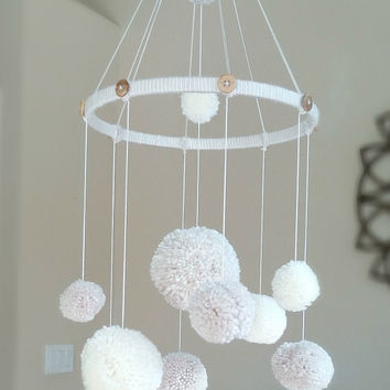 Pom Pom Mobile - Baby Mobile - Neutral Baby Mobile - Nursery Decoration Neutral - Baby Christmas Gift - PomPoms - Baby Shower Gift