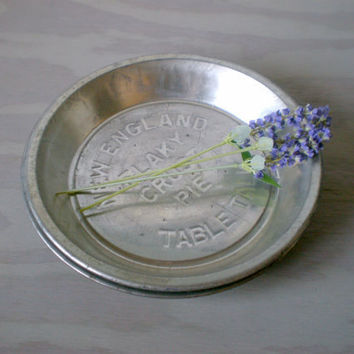 Pie Tins Set of 2 New England Flaky Crust Pie Tins by HoundDogDigs