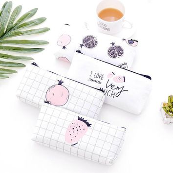 1pcs/sell Pomegranate Fruit Womens Travel Cosmetic Bags High Quality Makeup Bag Make Up Bag Neceser Luxury Brand Famous Brands