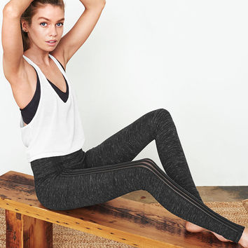 The Everywhere Contrast Legging - Victoria's Secret