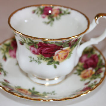 Vintage Royal Albert Old Country Roses English Tea Cup English Bone China Tea Set Tea Party China Wedding Bridal Tea Party