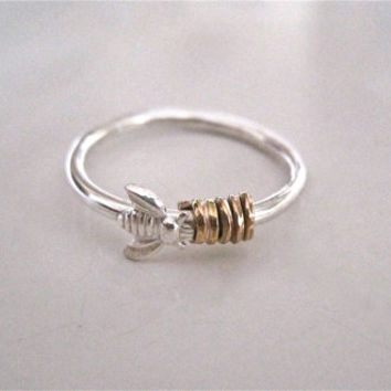 Bee comes to the honey ring, minimalist bee ring, modern bee ring, size 5 ring, stacking ring
