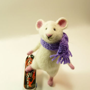 Needle Felted Wool  MADE TO ORDER  Handmade Felt dol  Mouse animals  Gifts for her Felted animals Soft sculpture Mouse and skateboard