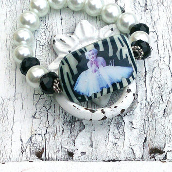 Marilyn Monroe Bracelet Beaded STRETCH BRACELET Pearl and Crystal Zebra Shell Bead