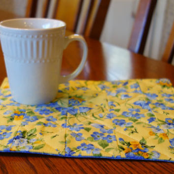 Quilted Mug Rug Gift Set - Yellow and Blue Floral *** Sale ***