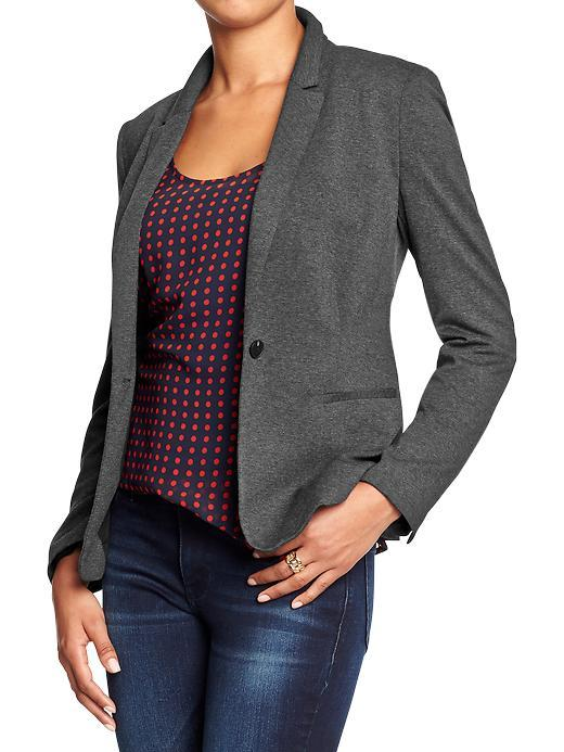 Velucci womens blazer is the perfect and must have addition to your wardrobe, it's classic elegant look makes this blazer ideal to wear to any occasion whether you are wearing it to work, heading to a party or just a night out or any casual day to day activity.