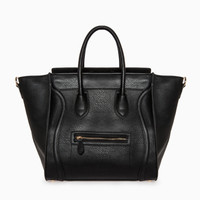 DailyLook: Large Structured Handbag