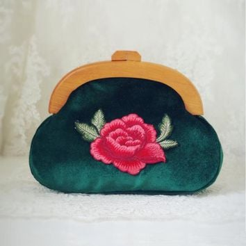 2017 Handmade Women Minaudiere Velvet Embroidery Small Shoulder Bag Vintage Retro Frame Green Purse Wooden Peony Flower Elegent