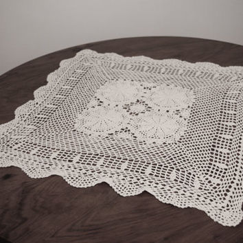 Vintage Needle Lace Tray Cloth,Table Cloth, Crochet Dresser Scarf, Vintage Inspired Decor, Vintage Wedding, Table Doily, Wedding Table Decor