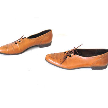 size 8 WINGTIP oxford flats vintage 80s caramel LEATHER lace up flat BROUGE pointy toe tie shoes