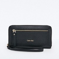 Calvin Klein Cecile Large Zip Purse in Black - Urban Outfitters